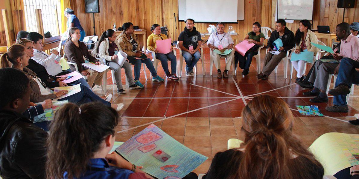 Clases de ciudadanía organizadas por el JRS Ecuador para que los refugiados conozcan sus derechos y cómo ejercerlos.