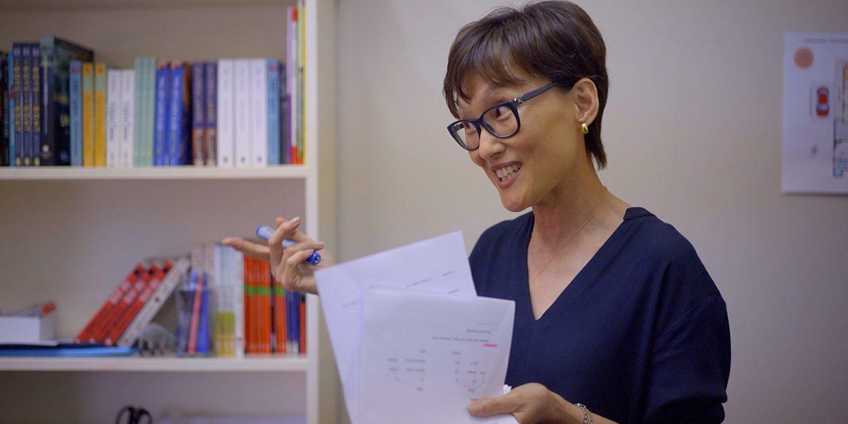 Junghee, bénévole, enseigne l'anglais au Centre communautaire Arrupe à Parramatta